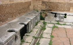 Các nhà khảo cổ học phát hiện ra nhiều điều về xã hội loài người thông qua nghiên cứu nhà vệ sinh cổ đại