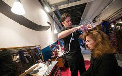 Toan tính xâm chiếm thế giới offline của Amazon: Mở tiệm cắt tóc!