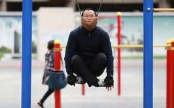 Người dân Trung Quốc tấp nập đi tập thể dục kiểu mới: đung đưa cơ thể bằng cằm