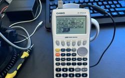 Ngoài giải toán, máy tính Casio còn có thể lưu cả một website, chạy ứng dụng chat và vận hành modem