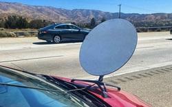 Lắp ăng ten Starlink lên mui xe để vừa đi vừa có internet siêu xịn, tài xế nhận ngay vé phạt của cảnh sát