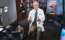 """Giáo sư Mỹ cảnh báo: Không tiêm vắc-xin sẽ biến cơ thể bạn thành """"lò ấp biến thể"""" COVID-19 tiềm năng"""