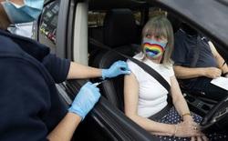 COVID-19 bây giờ giống một chiếc ô tô: Vắc-xin sẽ là dây an toàn, thuốc chữa là túi khí còn chúng ta vẫn sẽ phải cầm lái