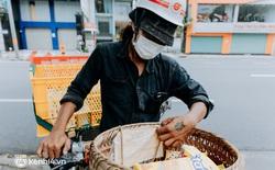 """Theo chân """"hot TikToker"""" Lâm Ống Húc - chàng trai chạy xe máy tặng bánh mì, khẩu trang và rất nhiều yêu thương cho bà con nghèo ở Sài Gòn"""