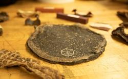 """Chàng sinh viên tạo ra """"gỗ"""" từ phế phẩm của trà kombucha, hứa hẹn giải cứu mảng xanh của hành tinh"""