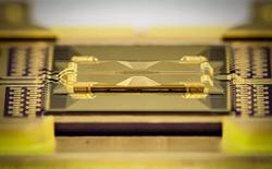 Công ty Mỹ phát triển được chip lượng tử thủy tinh, có thể dễ dàng tăng sức mạnh chip lên hàng trăm qubit