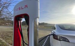 """Làm cách nào các kỹ sư Tesla có thể """"thuần hóa"""" được pin xe điện, không để chúng phát nổ ngẫu nhiên?"""