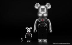 Sản phẩm tiếp theo mang thương hiệu Leica là một chú gấu, tiếc thay nó không chụp ảnh được