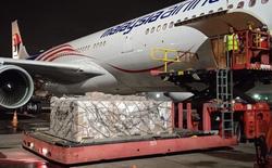 Lô thuốc Remdesivir đầu tiên do Vingroup nhập khẩu vừa hạ cánh xuống Tân Sơn Nhất