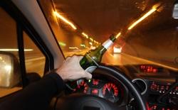 Dự luật mới của Mỹ: Từ năm 2027, đã uống rượu bia thì cái xe có thể từ chối cho bạn lái