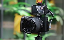 Chiếc gương 110k này giúp bạn quay vlog dễ dàng kể cả với máy ảnh không có màn hình xoay lật 180 độ