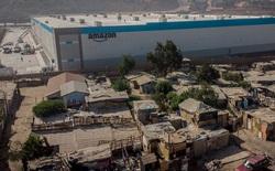 Nhà kho mới của Amazon được xây lên giữa những ngôi nhà mục nát ở Mexico