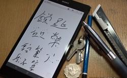 Thử điện thoại màn hình siêu lớn với đồng xu, bút và dao