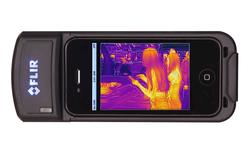"""Phụ kiện biến iPhone thành camera hồng ngoại, """"quan sát"""" dễ dàng vào ban đêm"""