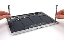 Bên trong MacBook Air 2013: Pin lớn hơn, 2 micro, SSD do Samsung sản xuất