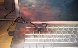 Nổ pin laptop: Bản chất và cách phòng tránh