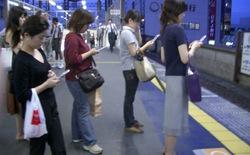 Bàng quan trước cái ác chỉ vì đang dùng smartphone