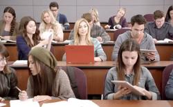 Microsoft tiếp tục ném đá iPad bằng video quảng cáo mới