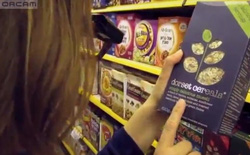 OrCam: đôi mắt kỹ thuật số biết đọc dành cho người khiếm thị