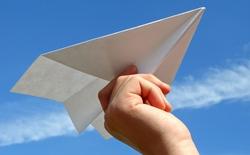 Máy bay thật và máy bay giấy, cái nào có trước?