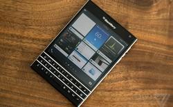 Nhìn lại những smartphone thiết kế dị như BlackBerry PassPort
