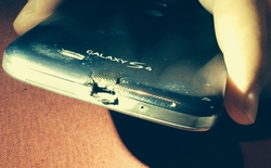 Cháy Galaxy S4 được tặng miễn phí HTC M8
