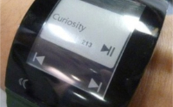 Sharp trình diễn smartwatch 1 inch siêu tiết kiệm năng lượng