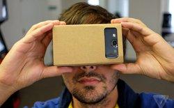 Cận cảnh kính thực tế ảo làm bằng bìa Card-tông