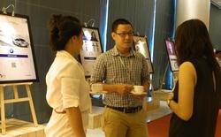 """Người tham dự hào hứng với dàn """"case-study"""" tương tác QR code tại hội thảo Content Marketing"""
