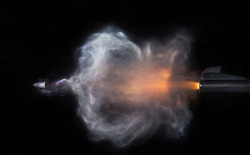 Khoảnh khắc ấn tượng khi đạn rời nòng súng