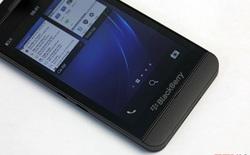 """Xung quanh vụ thương gia tố thương gia bán Blackberry Z10 """"hàng dựng""""?"""