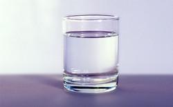Nước lọc để lâu cũng có thể bị thiu