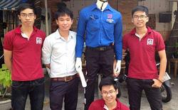 Robot dắt người qua đường gây chú ý ở Đà Nẵng