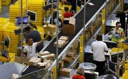 Bên trong kho hàng của Amazon - gã khổng lồ tai tiếng mới của thế giới