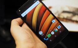 Chủ tịch Motorola so độ bền màn hình khi thả rơi iPhone, Galaxy S6 và Moto X Force