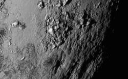 Hình ảnh cận cảnh bề mặt sao Diêm Vương cho thấy dấu hiệu của sự sống