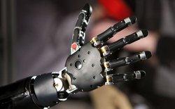 Con người điều khiển các bộ phận Cyborg như thế nào?