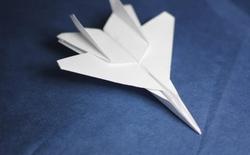 """[Video] Bí quyết gấp máy bay giấy """"xịn"""" nhất thế giới"""