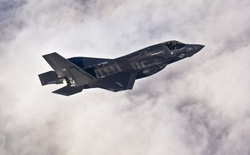 Chưa được hoàn thiện, F-35B vẫn được đưa vào chiến đấu