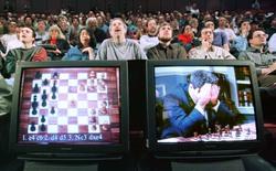 Ngày 11/5: Đại kiện tướng cờ vua Kasparov bị siêu máy tính Deep Blue đánh bại