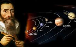 """Ngày 7/9: Johannes Kepler xuất bản cuốn sách """"Bí mật vũ trụ"""" và mô hình vũ trụ Platon"""