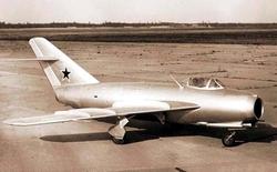 Ngày 14/1: Chiến đấu cơ MiG-17 của Liên Xô lần đầu tiên cất cánh
