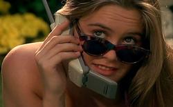 """Tâm sự của """"gái ngoan"""" sau 5 năm liền chỉ sử dụng điện thoại cơ bản nắp gập"""