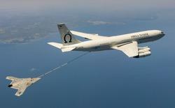 """Xem cảnh """"đại bàng"""" do thám không người lái X-47B nạp nhiên liệu trên không"""