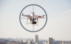 Bắn rơi drone sẽ bị xử phạt như bắn rơi máy bay