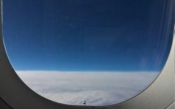 Vì sao cửa sổ máy bay có 1 lỗ nhỏ?