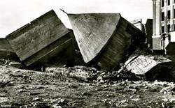 Ngày 16/1: Hitler chạy trốn vào boongker Fuhrerbunker và tự sát tại đây sau đó