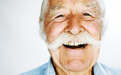 Các nhà khoa học phát hiện 4 mã gen giúp con người sống trên 100 tuổi
