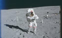 NASA lần đầu công bố 8.400 bức ảnh về chuyến du hành lên Mặt Trăng