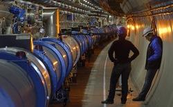 """Chỉ một mẩu bánh mỳ đã khiến máy gia tốc hạt lớn nhất thế giới phải """"tắt điện"""""""